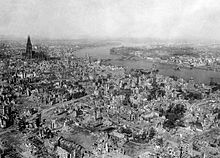 Cologne after the 1000-bomber raid in 1942 - the Cologne Cathedral is only superficially damaged
