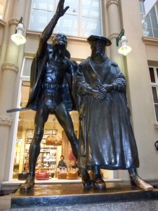 Sculpture of Faust and Mephisto at the entrance of Auerbachs Cellar, Photo © J. Elke Ertle, 2014