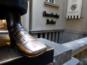 Dr. Faust's shoe, polished by scores of Auerbachs visitors, Leipzig, Photo © J. Elke Ertle, 2014