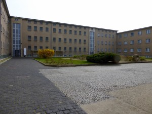 Expanded Berlin-Hohenschoenhausen prison building, photo © J. Elke Ertle, 2015