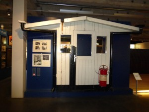 Checkpoint Charlie guardhouse on display at the Allied Museum in Berlin-Zehlendorf, photo © J. Elke Ertle, 2015