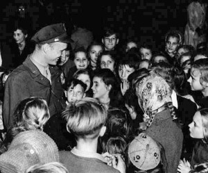 Then First Lieutenant Gail Halvorsen surrounded by Berlin children, photo courtesy of archive.defense.gov