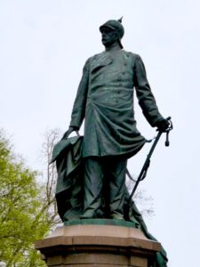 Otto von Bismarck statue across from the victory column in Berlin, photo © J. Elke Ertle, 2016, www.walled-in-berlin.com