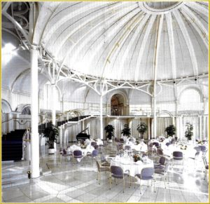 Inside the rotunda of the Steigenberger Grand Hotel Petersberg. www.walled-in-berlin.com