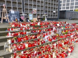 Candles in memory of the victims of the 19 December 2016 terrorist attack in the Christmas Market next to the Kaiser Wilhelm Memorial Church. Photo © J. Elke Ertle, 2017. www.walled-in-berlin.com