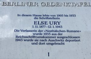 Memorial plaque affixed to the facade of Kantstrasse 30 in Berlin, where Else Ury penned Nesthaekchen. Photo © J. Elke Ertle, 2017. www.walled-in-berlin.com