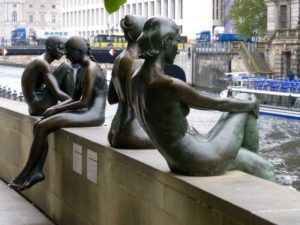 Three Girls and a Boy (Drei Maedchen und ein Knabe) sculptures on the eastern shore of the River Spree. Photo © J. Elke Ertle, 2017. www.walled-in-berlin.com